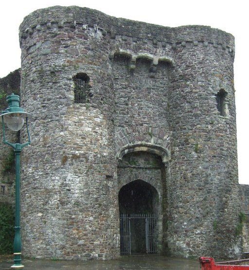 Carmarthen Castle Gatehouse - geograph.org.uk - 1188677