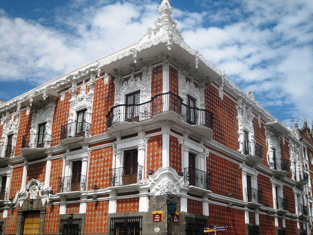 Fachada de la Casa de Alfeñique en la ciudad de Puebla