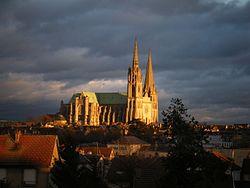 Cath de Chartres coucher de soleil.JPG
