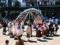 Cinta de colores y la danza para acabar la celebración.jpg