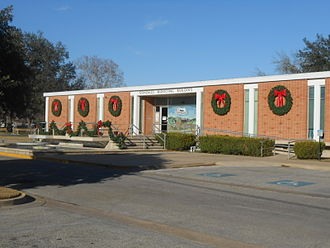 Gonzales, Texas - Gonzales' Municipal Building on St. Joseph St. was built in 1959 from plans by Emil Niggli and Barton Riley.