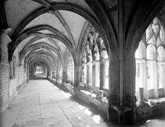 Cloître de l'abbaye de bénédictins Saint-Wandrille en Normandie, Georges-Louis Arlaud.jpg