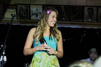 Colbie Caillat - Caillat performing at The Malibu Inn, 2007