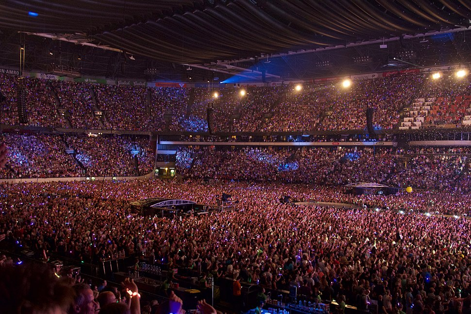 Coldplay perform %22Up%26Up%22, Amsterdam Arena, June 2016 (5)