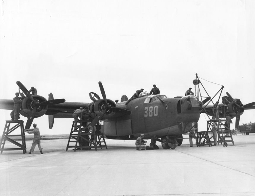 "Consolidated B-24 ""Liberator"" gets a complete overhaul before flight (00910460 086)"