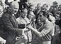 Coupe du monde de football 1938, le président Albert Lebrun remet la Coupe Jules Rimet à Giuseppe Meazza.jpg