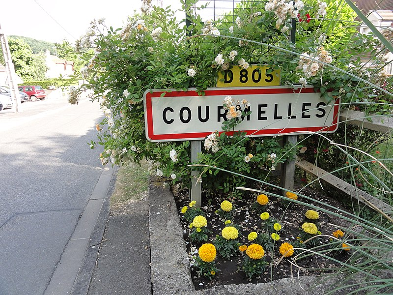 Courmelles (Aisne) city limit sign