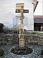 Croix, datée de 1779, avec statue de Saint Pierre.jpg