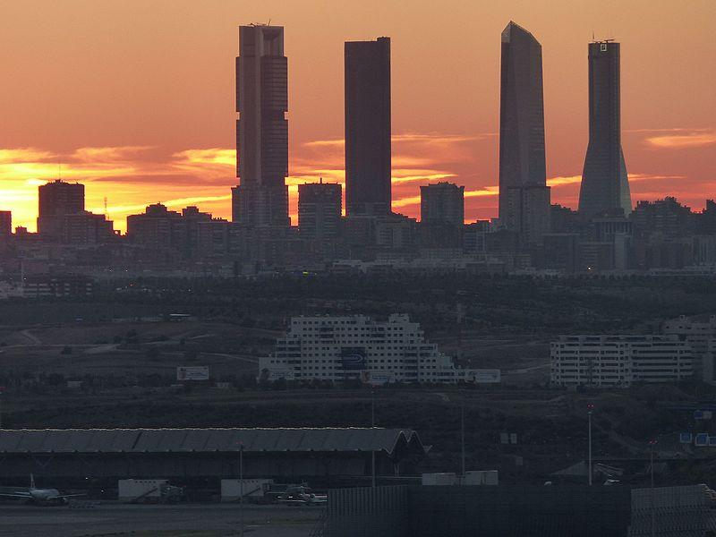 File:Cuatro Torres Business Area desde Paracuellos, Madrid, España, 2016 07.jpg