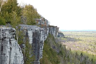 Cup and Saucer hiking trail, Manitoulin Island (ca 2007).jpg