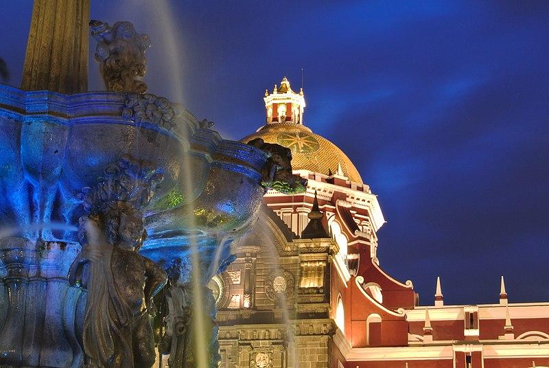 File:Cupula de la Catedral de Puebla y fuente de San Miguel.JPG