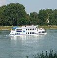 Das Ausflugsschiff Kurpfalz vor dem Mannheimer Stephanienufer - panoramio.jpg