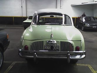 Argentine Dauphine (made by Industrias Kaiser Argentina) - This unit was made in 1962 - Note the additional piece over the bumpers Defensas Traseras en un Dauphine Argentino.JPG