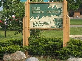 Delhi Charter Township Schild entlang der Cedar Street