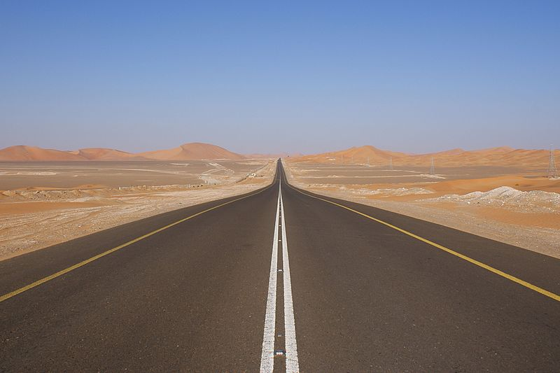 Archivo:Desert road UAE.JPG