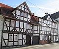 Direkt an der Werra - Einfaches Wohnhaus des 17. Jh. und Doppelwohnhaus aus dem 18. Jh. - Eschwege Mangelgasse - panoramio.jpg