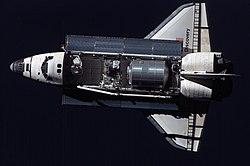 กระสวยอวกาศดิสคัฟเวอรี หนึ่งในยานอวกาศที่ใช้ปฏิบัติการเหนือพื้นโลก