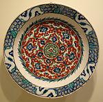 Dish with floral design, Iznik ware, Turkey, Iznik, Ottoman period, 2nd half of 16th century, earthenware with underglaze polychrome painting - Cincinnati Art Museum - DSC04107.JPG
