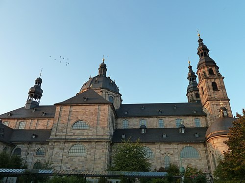 Dom St. Salvator zu Fulda - Seitenansicht 2.jpg