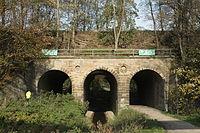Dortmund - PW-Steinklippenweg - Eisenbahnbrücke+Emscher 01 ies.jpg