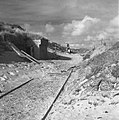 Duitse bunkeringang met opschrift Erika met spoorrails, Bestanddeelnr 900-6214.jpg