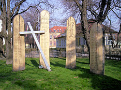 Dunavecse WWII-1956 Makovecz.jpg
