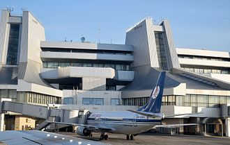 Minsk National Airport - Image: EW 308PA Boeing 737 3K2 Belavia boarding at MSQ