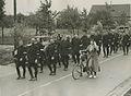 Een detachement agenten van politie onderweg op de vierde dag van de 24e vierdaa – F40547 – KNBLO.jpg