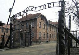 Eingangstor des KZ Auschwitz, Arbeit macht frei (2007)