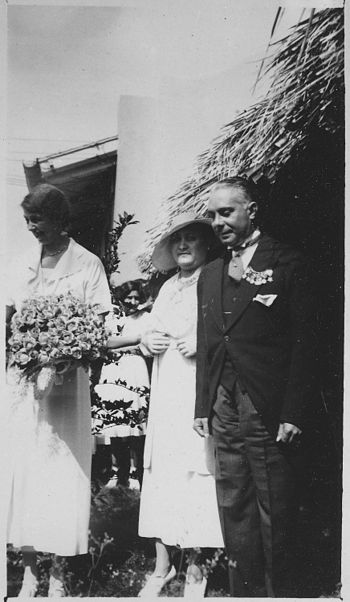 Eleanor Roosevelt%2C President Rafael Trujillo%2C and Mrs Trujillo in Dominican Republic - NARA - 195944