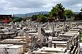 Entre las lápidas del abrumador cementerio de Santa Efigenia - panoramio.jpg