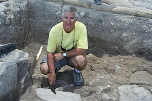 English: Eric H. Cline excavating at Megiddo
