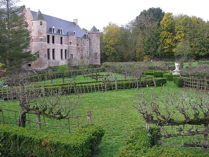 Esquelbecq, Castle