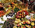 Etalage de fruits au marché à Barcelone.JPG