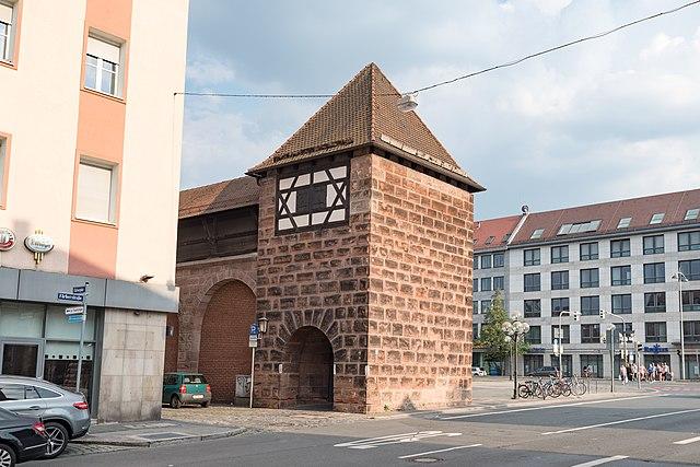 640px-Färberplatz_29%2C_Mauerturm_Rotes_H_Nürnberg_20180723_001.jpg