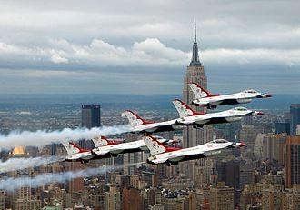 General Dynamics F-16 Fighting Falcon operators - USAF Thunderbirds over New York City