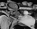 Fabrication d un moule sur un tour mecanique a l ecole de ceramique de Saint-Joseph-de-Beauce.jpg