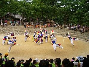 Korean Folk Village - Image: Farmer dance