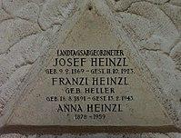 Feuerhalle Simmering - Arkadenhof (Abteilung ARI) - Josef Heinzl 02.jpg