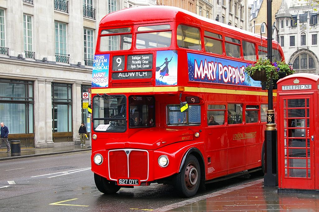 Biocarburante dalle tazzine, a Londra i bus vanno a caffè 1024px-First_London_Routemaster_RM1627_%28627_DYE%29_heritage_route_9_Trafalgar_Square_23_April_2006