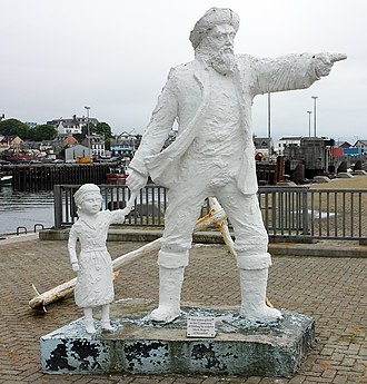 Mallaig - The Fisherman and Child sculpture by Mark Rogers at the entrance to Mallaig harbour