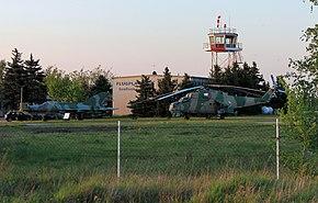МиГ-21 и Ми-24 перед вышкой