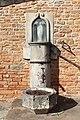 Fontaine place Église Chevagny Chevrières 1.jpg
