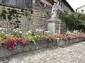 Fontenoy-la-Joûte (M-et-M) fontaine avec statue de saint.jpg
