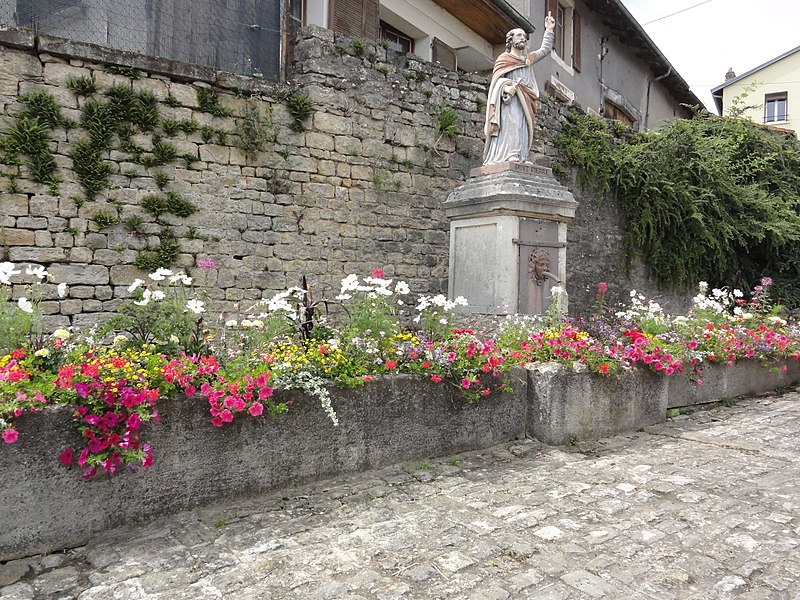 Fontenoy-la-Joûte (M-et-M) fontaine avec statue de saint