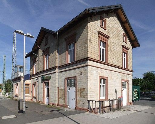 Frankfurt am Main- Bahnhof Stadion- Bahnhofsgebäude- Außenansicht 17.5.2012
