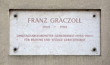 Franz-Graczoll-Hof - plaque.jpg
