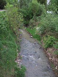 Gailbach von der Brücke der Bischof-Weiß-Str. in Niedergailbach nach Süden.JPG