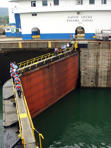 File:Gatun lock gate.JPG