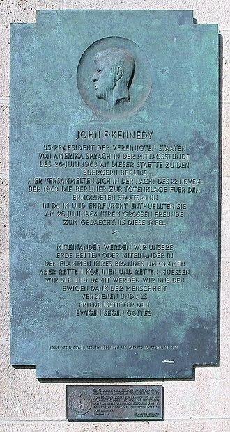Ich bin ein Berliner - Plaque commemorating Kennedy's speech next to the front entrance of Rathaus Schöneberg